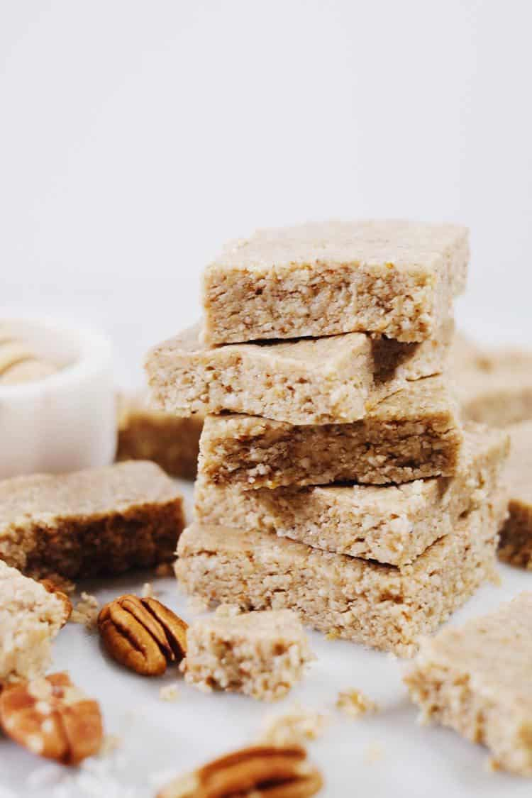 We like to whip up a batch of these no bake honey nut bars over the weekend, and then have them in the fridge for when a snack or treat sounds good! Paleo, Gluten-Free + Refined Sugar-Free. | realsimplegood.com