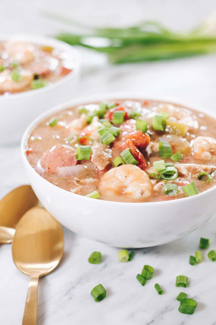 This Paleo gumbo is packed it with chicken thighs, sausage and shrimp in addition to veggies and lots of seasonings. It's also Whole30 compliant! | realsimplegood.com
