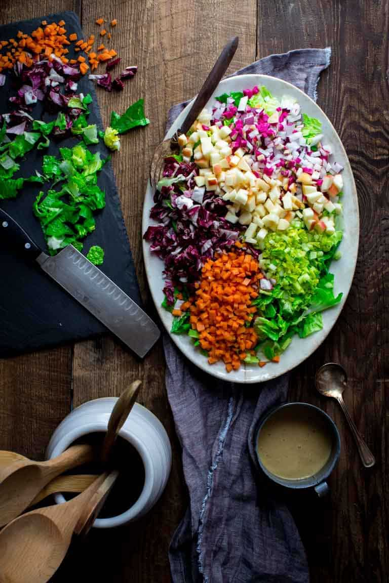 Stop getting bored and learn how to build the perfect salad. 6 easy steps to build endless variations of helathy salds with nutritious ingredients! Paleo, Gluten-Free, Dairy-Free and Whole30. | realsimplegood.com