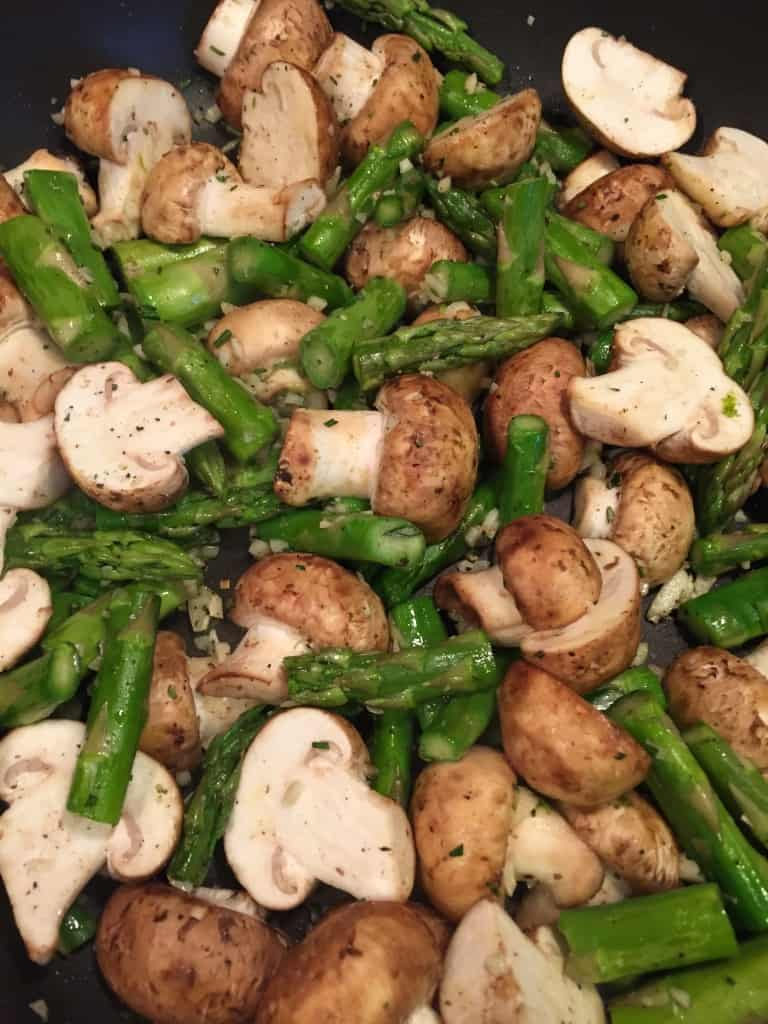 Garlicky mushrooms & asparagus