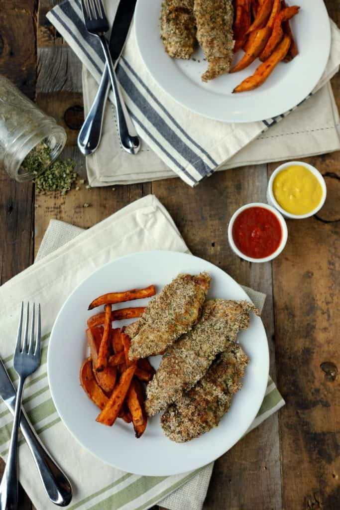 Our Paleo + Whole30 baked ranch chicken tenders are taking it up a notch.The ranch seasoned coating is perfect for dipping into your favorite sauces.Paleo + Whole30. | realsimplegood.com