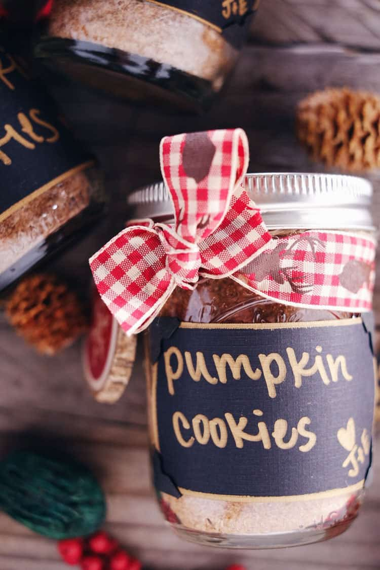 These DIY pumpkin cookies in a jar are a fun holiday gift and the perfect way to share a clean treat with your loved ones, co-workers, clients and friends! Paleo, Gluten-Free, Dairy-Free + Refined Sugar-Free. | realsimplegood.com
