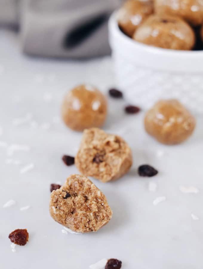 Cinnamon Raisin N'Oatmeal Bites (Paleo, GF, Dairy-Free + Refined Sugar-Free)