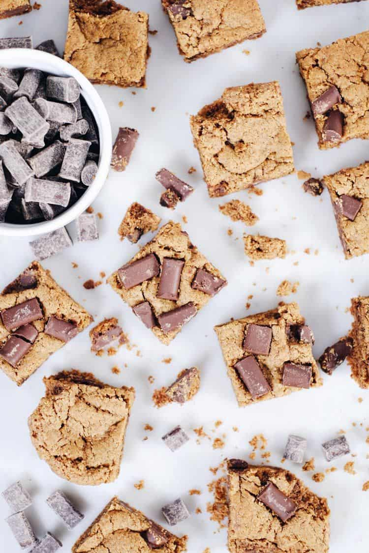 The best treats are ones ready to enjoy with minimal time and effort, which is exactly what these gluten and dairy-free chocolate chip cookie bars are! Paleo, Gluten-Free + Dairy-Free.   realsimplegood.com