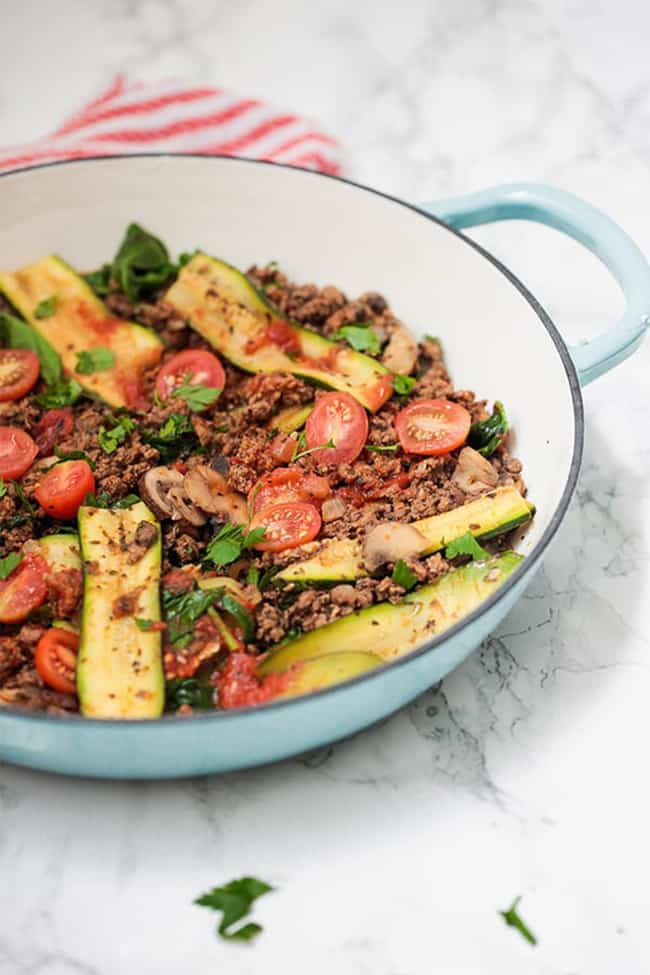 Skillet with beef, tomatoes, mushrooms and zucchini strips