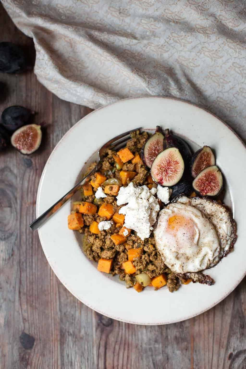 A round up of 21 healthy make ahead breakfast recipes to start your day off right! All recipes are Paleo with options for Whole30 and egg free too. Recipes are a variety of Casseroles, N'Oatmeals, Breakfast Bowls, Frittatas, Quiches, Egg Muffins and Granolas! Egg free and Whole30 options are noted in the list. | realsimplegood.com