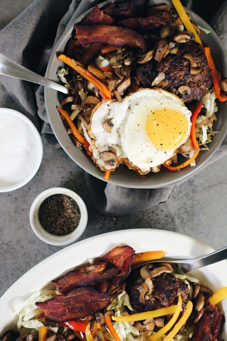 These chipotle beef Paleo burger bowls are a quick and easy meal you'll love. They're a tasty new spin on a traditional burger, with colorful toppings! Paleo + Whole30   realsimplegood.com