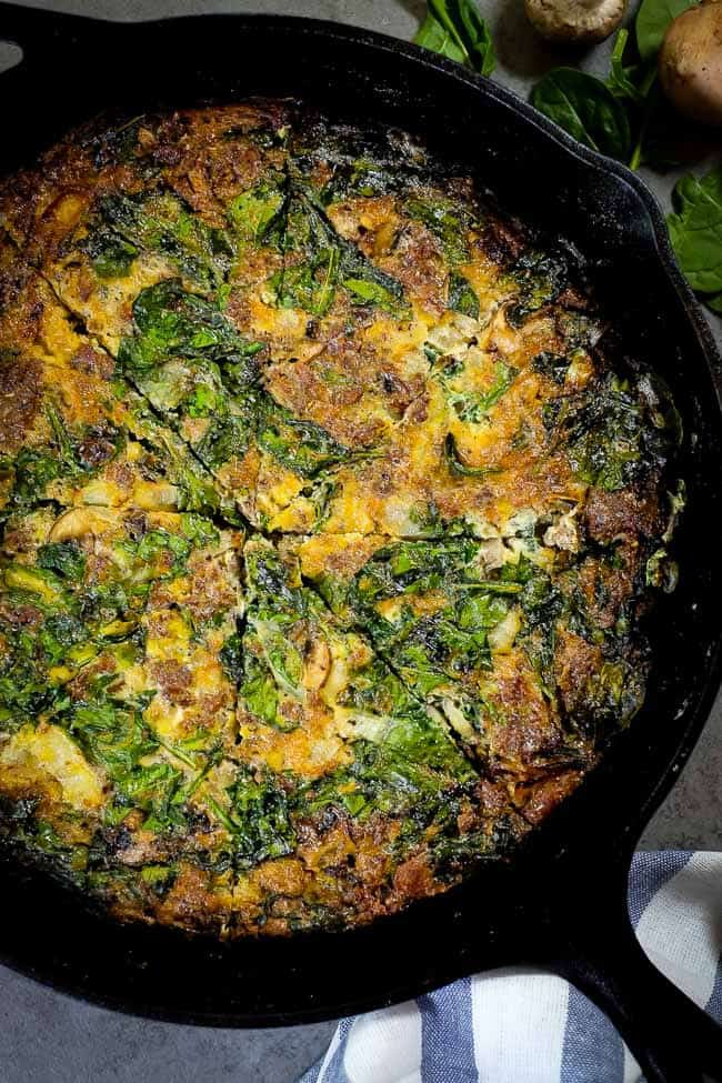 Crustless spinach quiche overhead in pan sliced