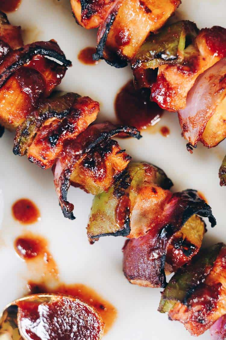 These Paleo Hawaiian chicken kabobs are a healthy way to enjoy barbecue and Hawaiian flavors without the gluten, soy and refined sugars. | realsimplegood.com
