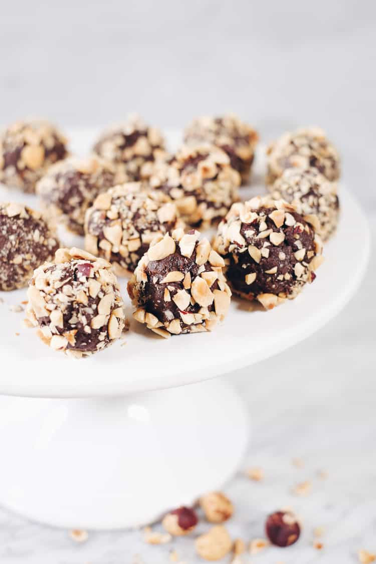 These Paleo chocolate hazelnut truffles are pretty much where all my desires meet. Only a handful of ingredients and no baking required. Does it get easier? Paleo, Gluten-Free, Dairy-Free + Refined Sugar-Free. | realsimplegood.com